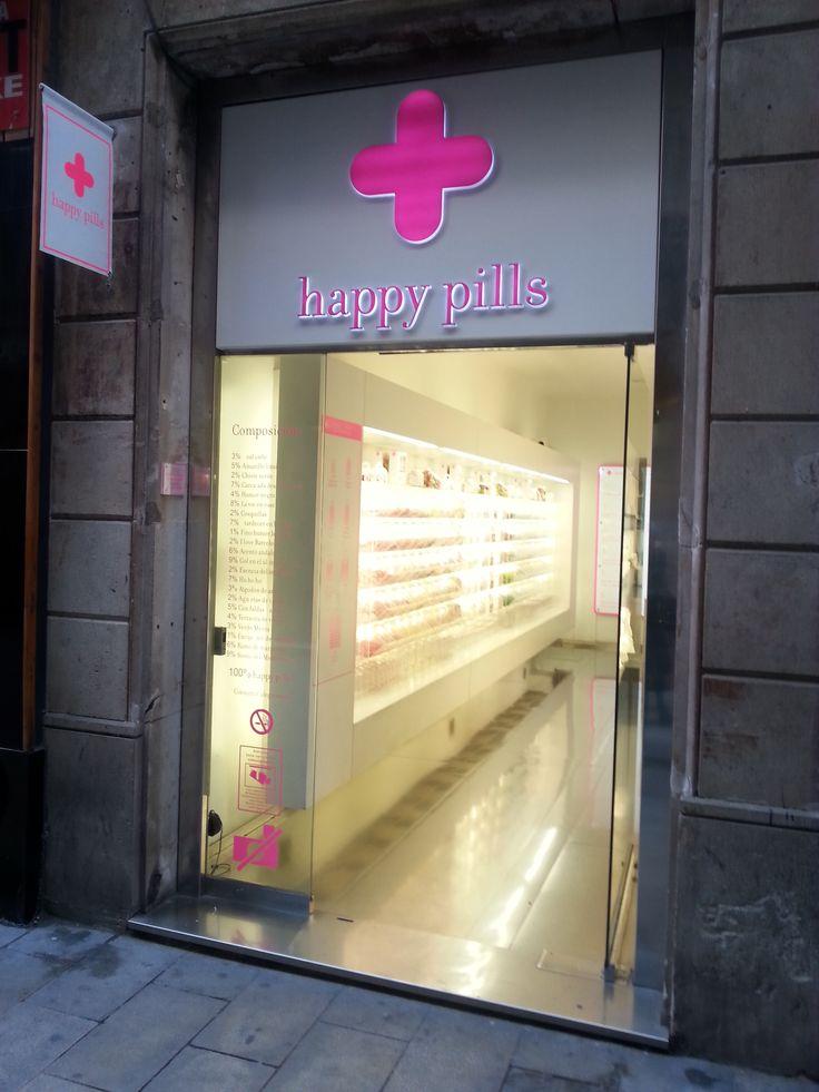 La foto è stata scattata due anni fa, durante la mia gita in Spagna in quarta superiore. Mi ha attratto il design luminoso e vivace dell'insegna di questo negozio di caramelle che esternamente ricorda molto una farmacia.