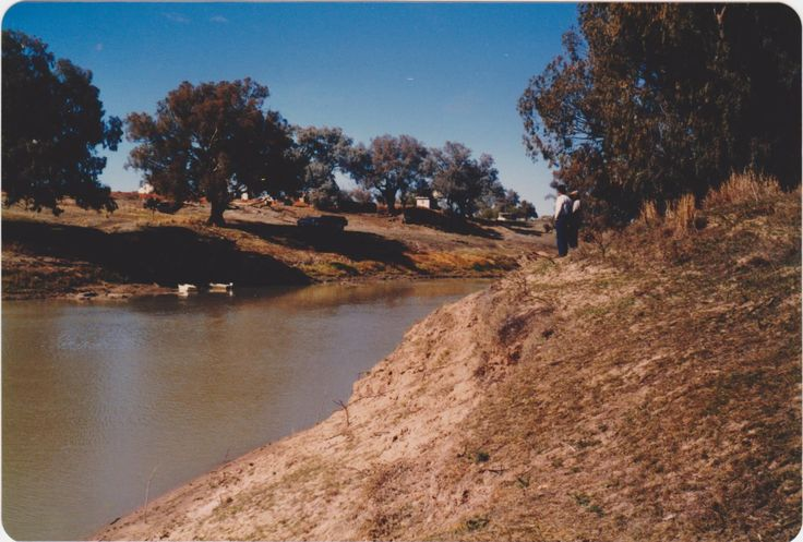 John & Celine looking at the Darling River from the back of Shindy`s Inn, 19 th. August 1985.