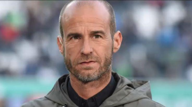 """Fünf Wochen nach dem Finale hat sich der frühere Fußball-Nationalspieler Mehmet Scholl erstmals zu seinem """"Zoff"""" mit der ARD geäußert. Scholl war zu den beiden Halbfinalspielen des Confed Cups, bei denen er als ARD-Experte eingeplant war, nicht erschienen."""