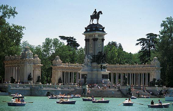 El Retiro on City is Yours http://www.cityisyours.com/bucket/151174/madrid-in-a-weekend/