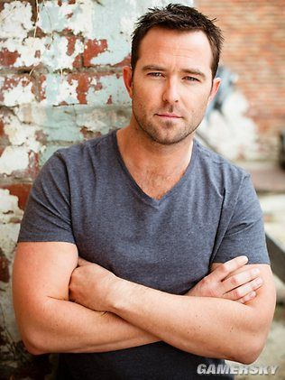 Man Candy Monday - Strike Back's Sullivan Stapleton | THE GL▲MOURATI