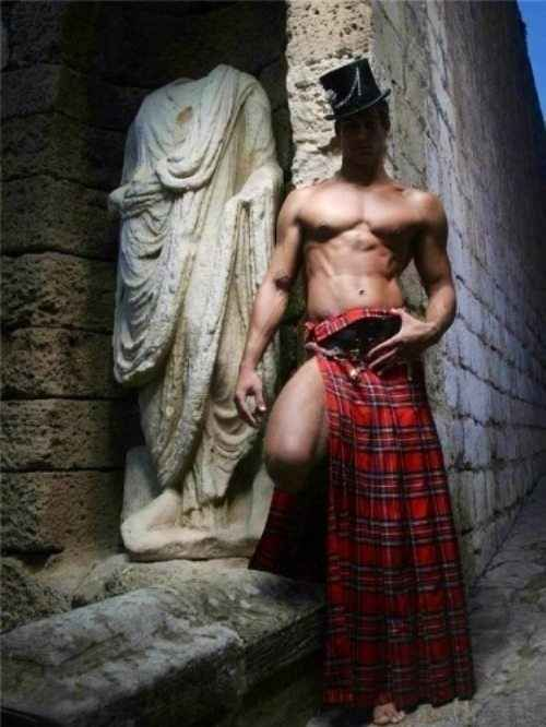 40 Shirtless Guys In Kilts
