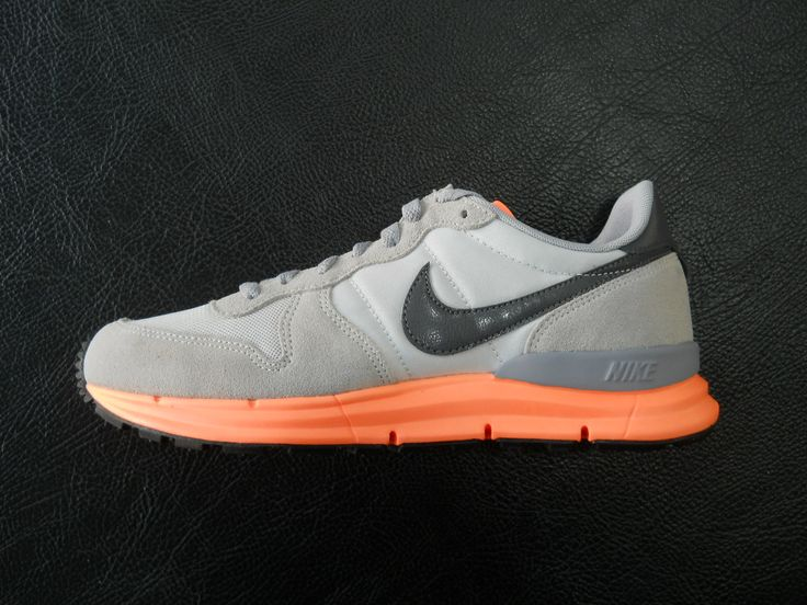 NIKE LUNAR INTERNATIONALIST GREY