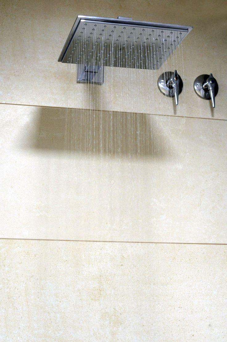 Rociador cuadrado con gran caudal de agua.http://xn--faiointeriorisme-epb.com/ #Ducha #Rociador #Baño #Baños