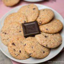 Mandľovo-kokosové keksíky s kúskami čokolády
