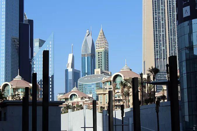 Ada Wanders/Włóczykijada. Dubaj. Widok po wyjściu ze stacji Dubai Mall