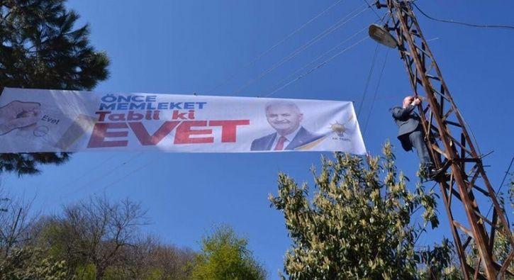 #SİYASET AK Parti'li vekil elektrik direğine tırmandı: 16 Nisan'daki halk oylaması için Ordu'yu ilçe ilçe gezen AK Parti Ordu Milletvekili…