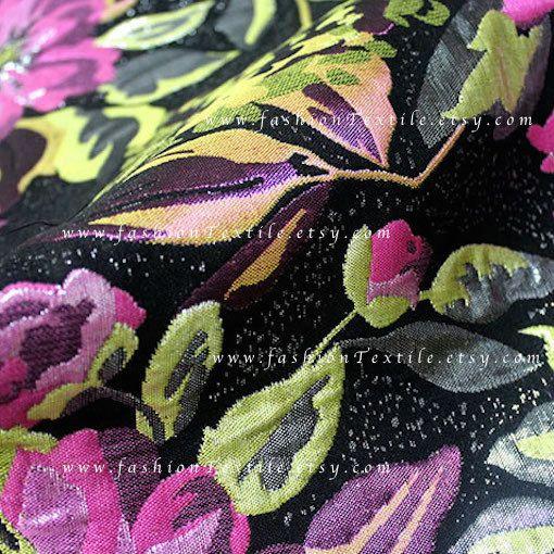 Tessuto floreale viola. Tessuto Jacquard viola di FashionTextile