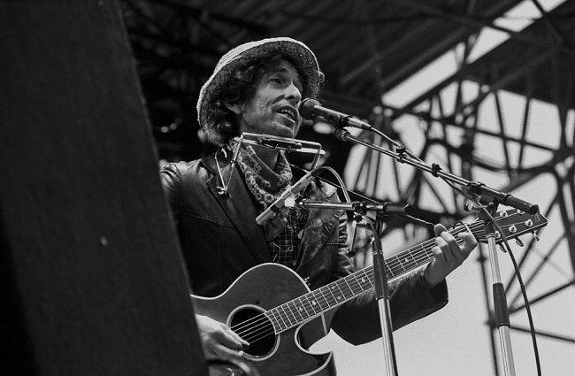 Боб Дилан может выпустить еще один альбом песен Фрэнка Синатры