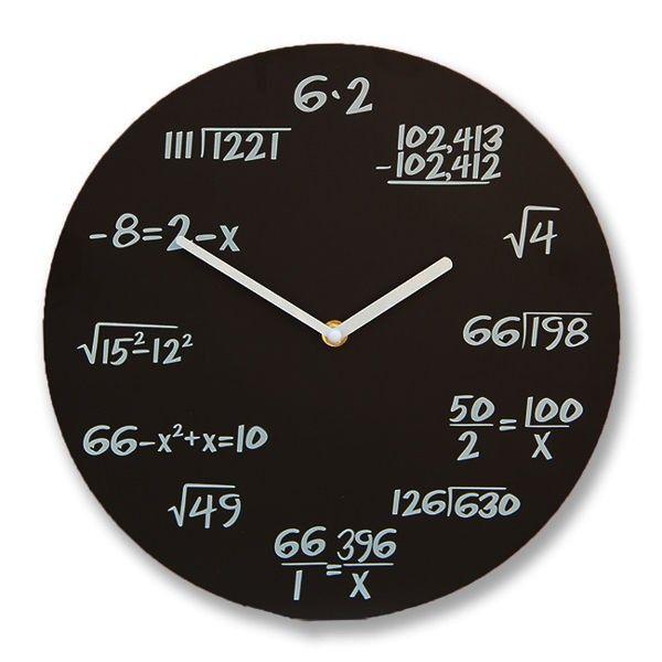 Szeretnél egy egyedi órát ajándékozni? A célszemély szereti a matematikát? Akkor megtaláltad a tökéletes ajándékot! A matematikus óráról nem olyan egyszerű leolvasni az időt, mint elsőre látszik!...