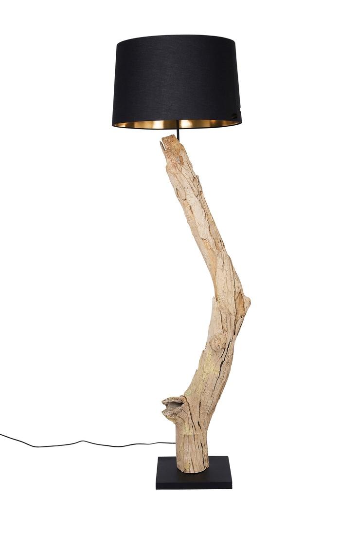 KARE Design Die Stehlampe verbindet in charmanter Art und Weise Naturelemente mit eleganter Moderne. Indonesisches Treibholz, vom Meer geformt. Jede Lampe ein Unikat. Recycling in Bestform. Runder Lampenschirm für blendfreies Licht. #KARE #KAREDesign