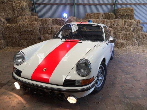 Dans les années '70, les gendarmes surveillaient les autoroutes belges au volant d'une voiture d'exception. C'est en effet en Porsche 911 (type 2.4S Coupé) que les conducteurs au pied lourd étaient traqués et arrêtés en un éclair par les forces de l'ordre. Un de ces sportives d'époque est aujourd'hui mise en vente par un collectionneur. Cette Porsche vintage, âgée de 40 ans, dont le moteur 2.4E-original a été remplacé en août 1979 par un 2.4S, est estimée par son p...