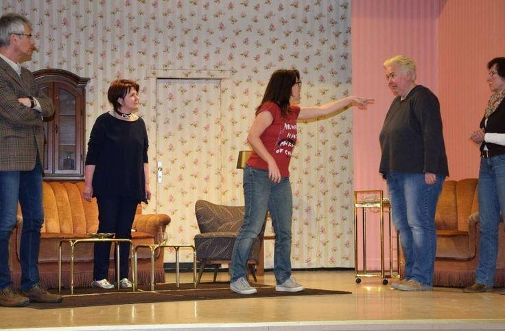 Theater in Lorsch: Ein Mord, viele Lebenslügen - und ein Täter-Tippspiel http://www.morgenweb.de/bergstraesser-anzeiger_artikel,-lorsch-ein-mord-viele-lebensluegen-und-ein-taetertippspiel-_arid,1039224.html?utm_content=buffer52898&utm_medium=social&utm_source=pinterest.com&utm_campaign=buffer