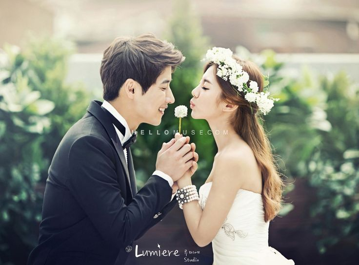 natural light and floral crown in a romantic pre wedding photography in Korea
