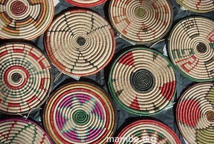 Coloridos portacalientes hechos a partir de tintes naturales y representando los símbolos tradicionales de la cultura Sikuani. (Vichada - Colombia)  #Artesanias Cómpralo en Mambe.org!