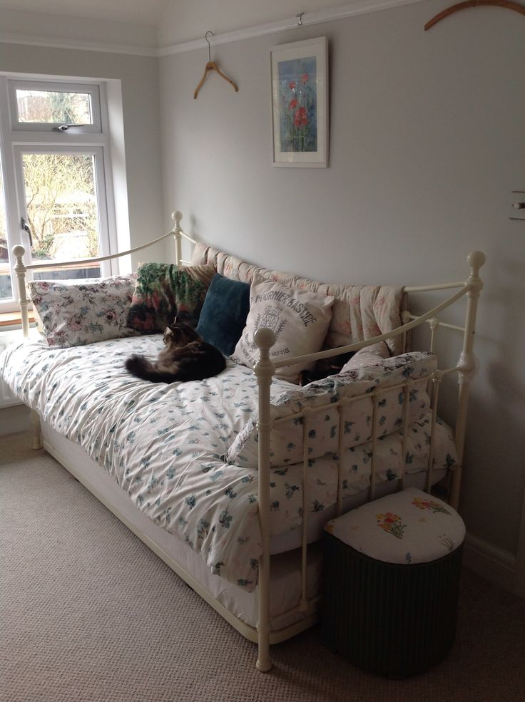 Laura Ashley Bedding For Daybeds : Laura ashley hastings daybed home