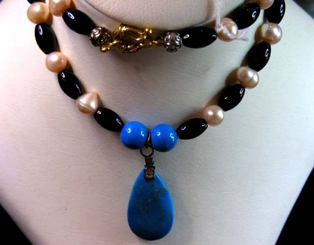 286 CTS  TRIBAL  PEARL ,AGATE HOWLITE  NECKLACE     11 163  NATURAL AGATE & HOWLITTE  NECKLACE FROM GEMROCKAUCTIONS.COM
