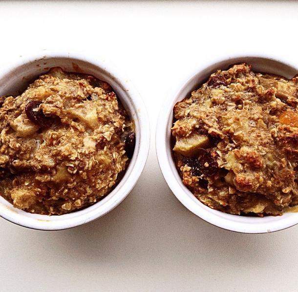 Havermout uit de oven met peer Banaan ~ ei ~ havermout ~ peer ~ abrikozen ~ rozijnen ~ kaneel