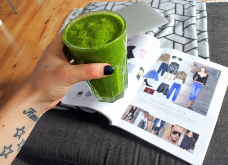 En juice med grönkål, spenat, grönt äpple, gurka och citron. Mums!
