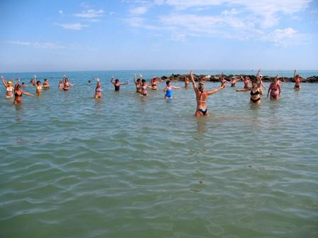 Un #mare ideale per l'#acquagym. Bagno 10 #Vatikaki. #Rivabella di #Rimini