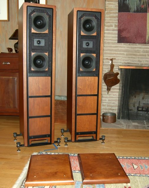Dunlavy SC-III A loudspeakers using outriggers with spikes
