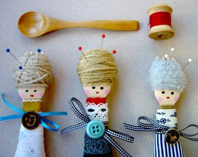 cite idea...dolls made with wooden spoons - page is in Portuguese but pretty easy to figure out from this pic.