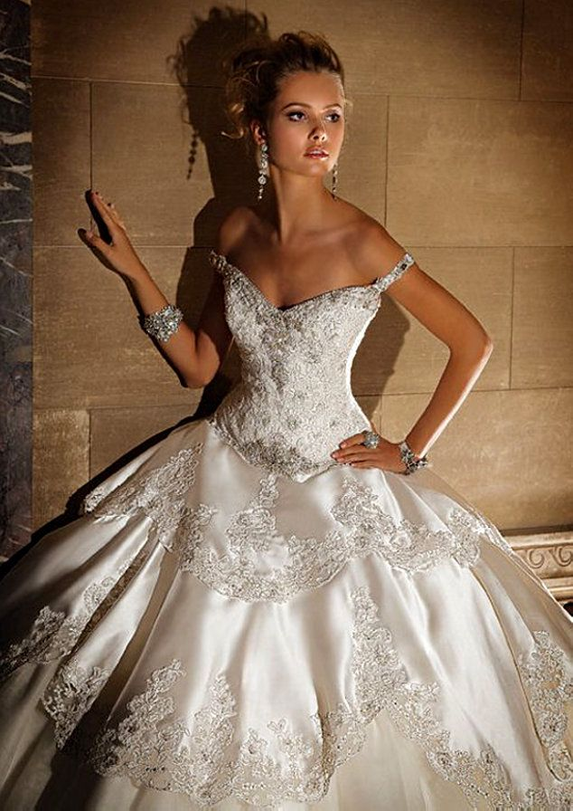 White and Gold Wedding - Sweetheart Corset Ballgown Wedding Dress Couture!!!!! XD <3 AMAZING!!!!!