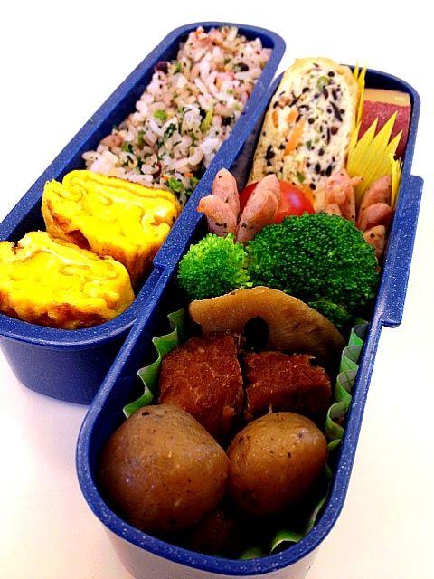 豚の角煮、丸こんにゃく、蓮根、ブロッコリー、ウインナー、巾着、サツマイモの箸休め、玉子焼き、ごはん - 46件のもぐもぐ - 豚の角煮弁当 by yuki5