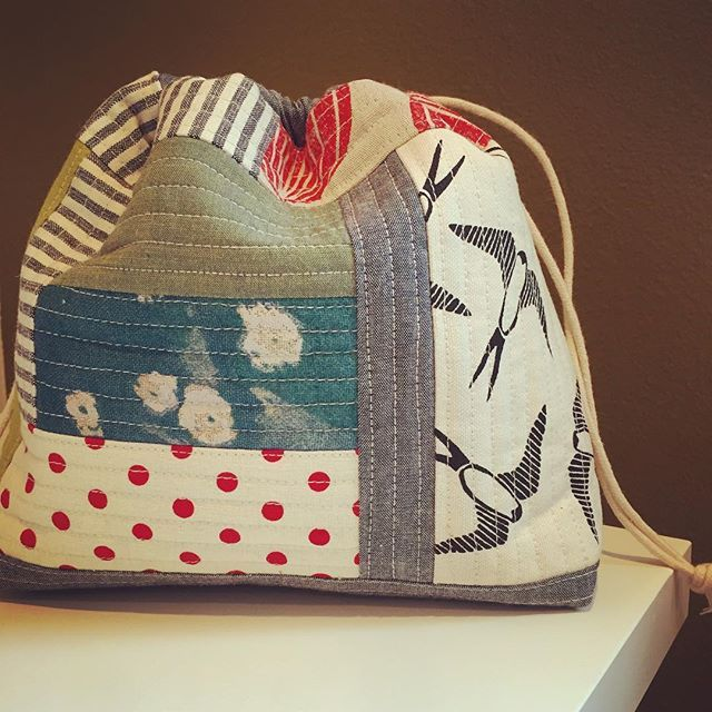 Inspired by all of @catwithfins knitting bags, I made this one for my sister in law for Christmas. I like the structure of the quilt-as-you-go and this size for smaller projects.