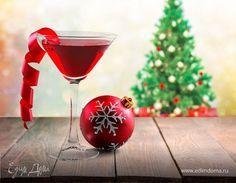 Огонь в бокале: мастер-класс по приготовлению коктейлей на Новый год  Шампанское, вино и напитки покрепче — то, без чего невозможно представить новогоднее застолье. Хотите наполнить его настоящим фейерверком красок и радугой вкусов? Приготовьте оригинальное барное меню. В этом вам поможет праздничная подборка рецептов коктейлей от «Едим Дома». #коктейли #напитки #крепкие #алкогольные #праздник #застолье #какприготовить #вкусно #интересно #рецепты #оригинально #новыйгод