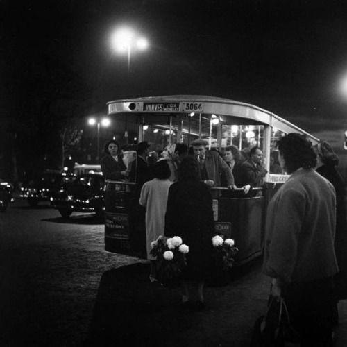 poboh:  Balkon op de avondbus, Parijs / Balcony on the evening bus, Paris, 1954,  Kees Scherer. Dutch (1920 - 1993)