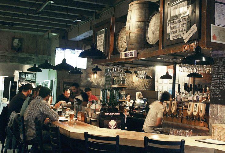 HopEra, la pizzeria et microbrasserie à l'ambiance chaleureuse, conviviale, animée et sans prétention, située en plein cœur du centre-ville de Jonquière.
