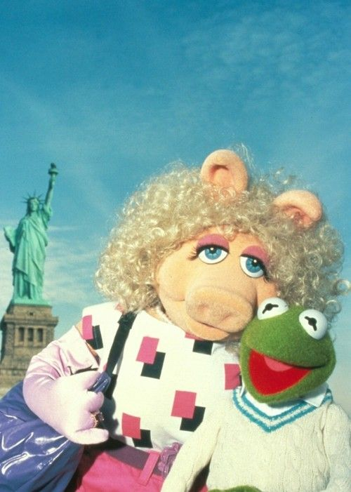 Kermit the Frog and Miss Piggy in NYC
