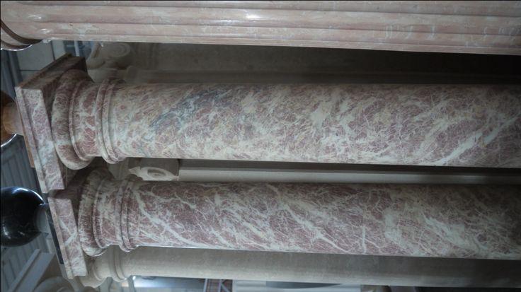 Colonne in marmo - http://test.achillegrassi.com/project/colonne-marmo/ - Colonne stile dorico in Marmo fior di pesco lucido Dimensioni:  225cm x 25cm x 25cm