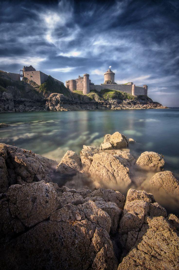 Côtes d'Armor ‹ Philippe Manguin Photographie du Fort la Latte, Brittany. On ne se lasse pas de l'admirer.                                                                                                                                                                                 Plus