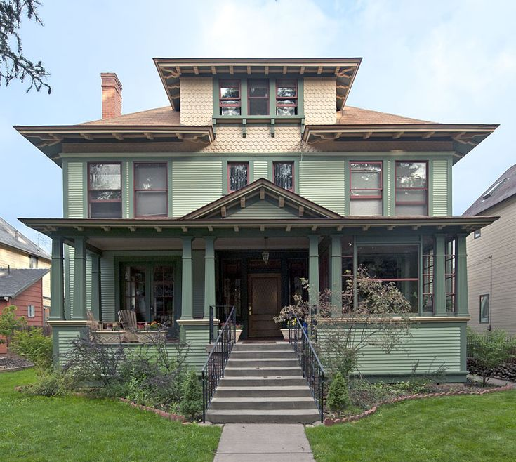 The American Foursquare House (1890-1930's) can be found in city neighborhoods across the United States. A reaction to the ornate & mass-produced elements of the Victorian & other Revival styles popular throughout the last half of the 19th century. This style incorporates elements of the Prairie School & the Craftsman styles.The boxy shape provides a maximum amount of interior room space, to use on a small city lot.