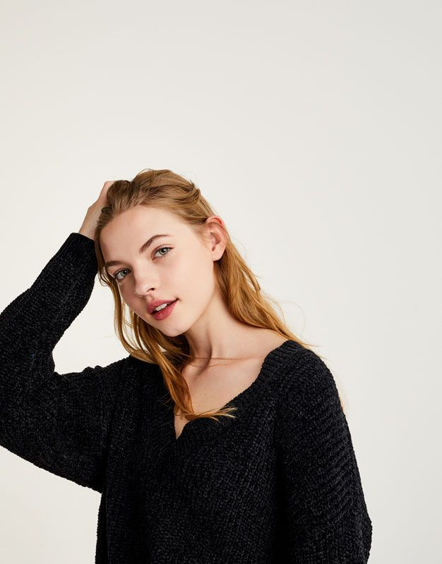 :Sweater chenille com decote em bico