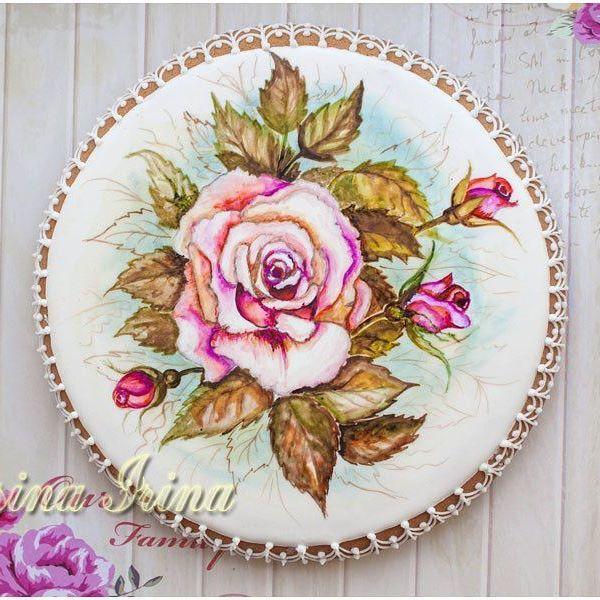 Пряник с розами. Ещё год назад я любовалась такими подобными работами моих коллег, и удивлялась, как такое делают!! А сегодня вот! Сама! Рада вам предложить пряники с цветами на впш вкус и цвет! #пряниксрозами #цветы #рисунокрозы #вкусныецветы