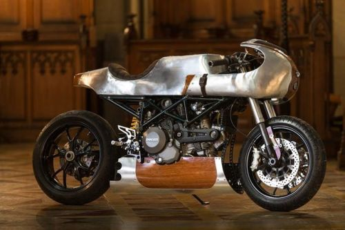Ducati 796 Cafe Racer Wood and metal by Beunique222 #motorcycles #caferacer #motos | caferacerpasion.com