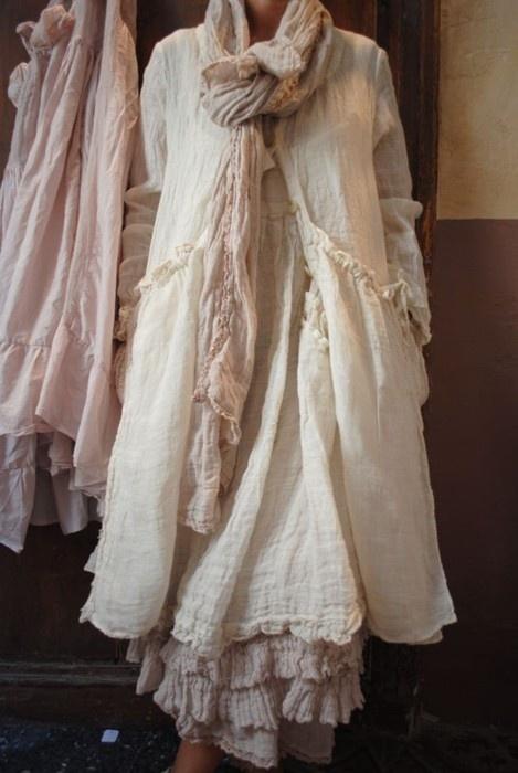 lli :: check off-white boho blouse w/layered gathers/never worn. =(.