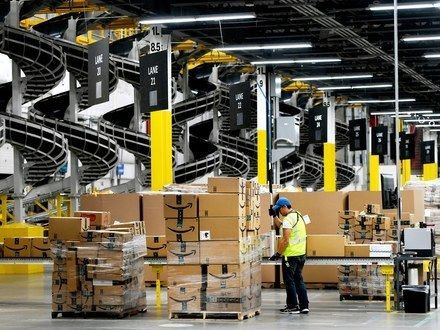 Why Amazon Is Giving Employees 10 000 To Quit Current Job