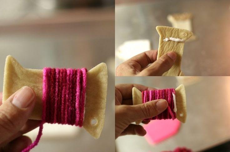 bobine en pâte à sel enveloppée de fil de laine de couleur cyclamen
