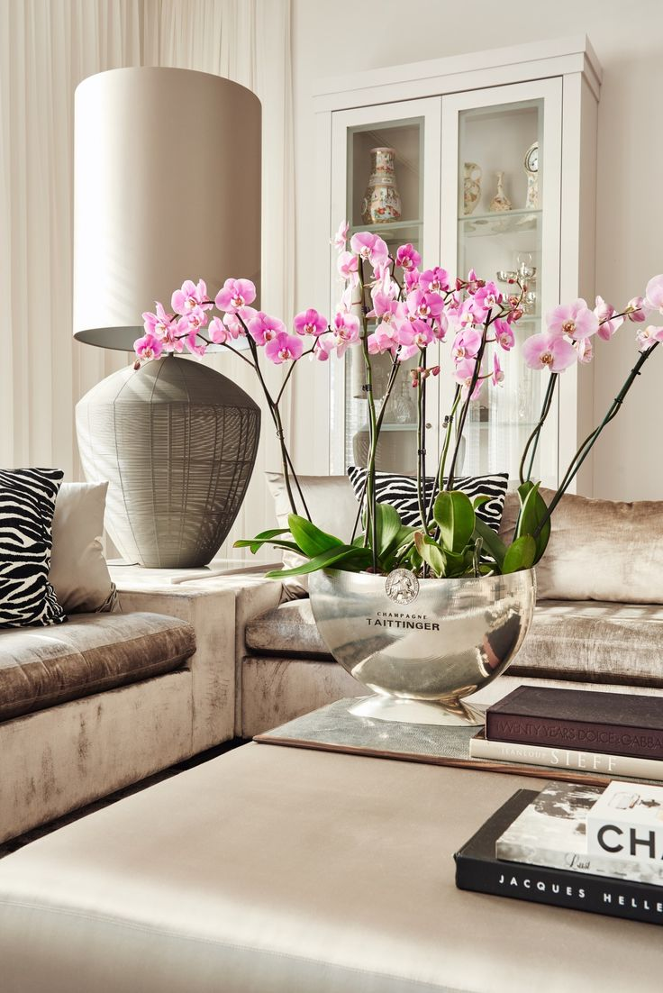 Light & Bright& a touche of animal....City Apartment | Projects | Eric Kuster | Metropolitan Luxury