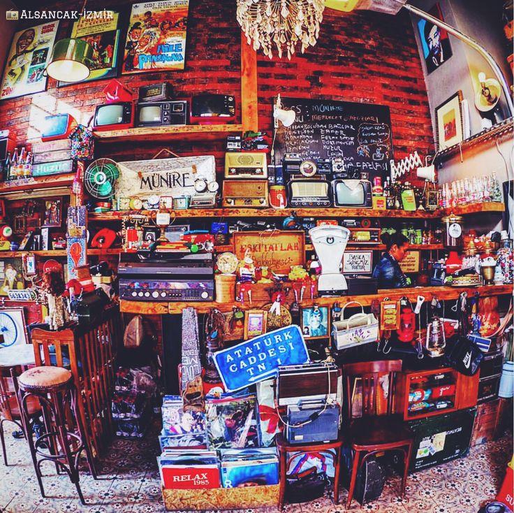 喜歡老東西的朋友可以在 #伊茲密爾 奧爾桑賈克區的古董店裡尋寶。 ©mcbilal83