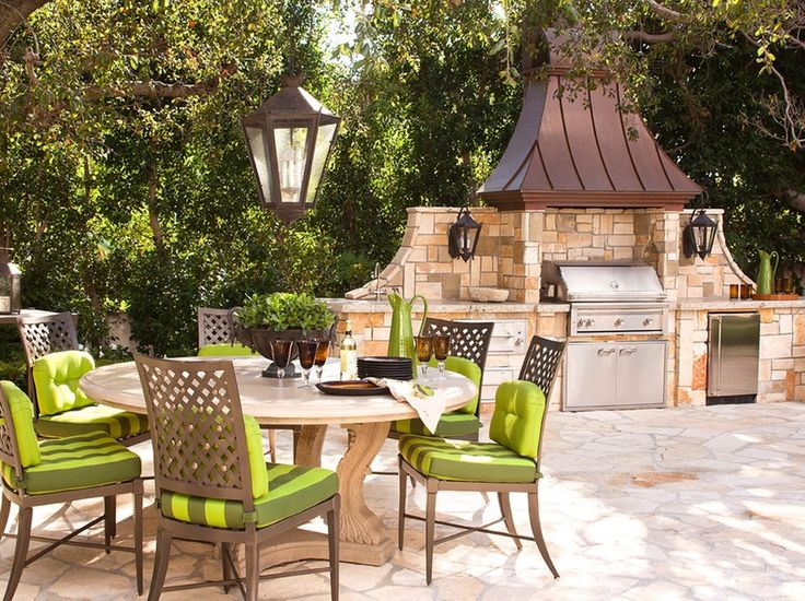 7 Chic Outdoor Kitchens