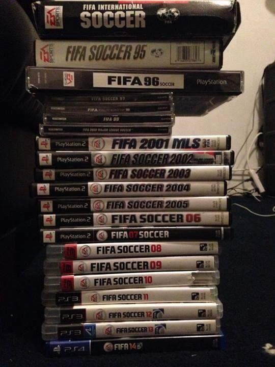 Ktoś z Was posiada taką kolekcję słynnej gry piłkarskiej? • Oto kolekcja gry FIFA jednego z fanów piłki nożnej • Wejdź i zobacz >> #fifa #football #soccer #sports #pilkanozna