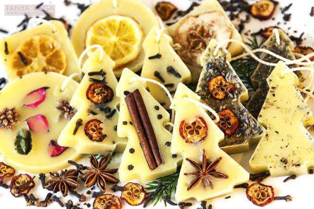 душистые пластины из воска: воск, кружок сушёного мандарина, кардамон, ЭМ лимона, кардамона.