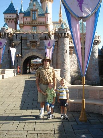 Tons and tons of really great Disneyland tips and tricks! When to go, the weather, and where to save money!