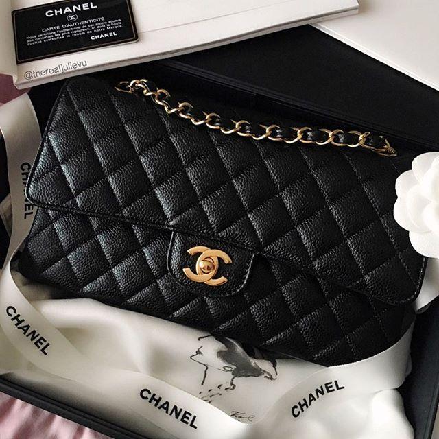 Chanel Classic Small, Caviar, Gold Hardware