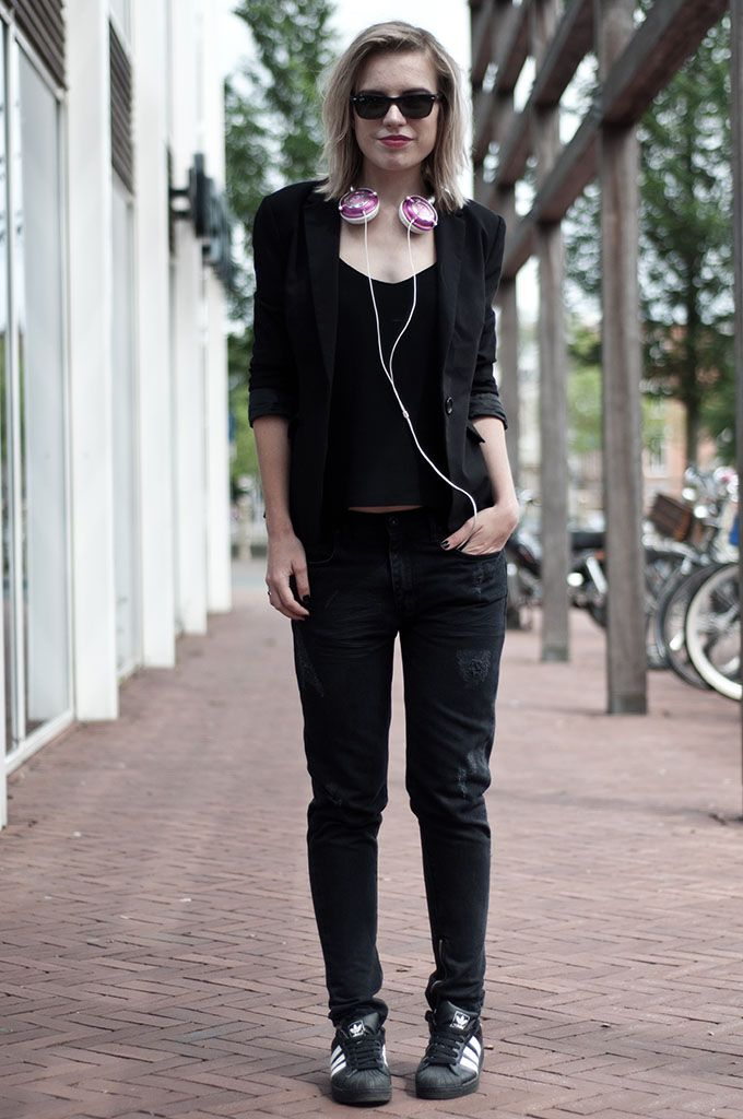Headphones: Skullcandy (on sale HERE) Baggy jeans: Issue via Nelly (on sale  HERE) Top: H\u0026M trend Blazer: Scapino Sneakers: Adidas Superstar (via  Sarenza) ...